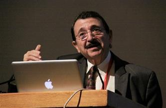 أول عربي يحصل على قلادة العلوم الوطنية الأمريكية .. د. مصطفى السيد .. عالج سرطان الجلد بالذهب