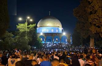 رغم إجراءات الاحتلال.. الفلسطينيون يحتشدون بأعداد كبيرة في المسجد الأقصى لإحياء ليلة القدر