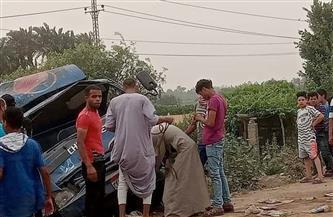 إصابة 3 أشخاص إثر انقلاب سيارة نقل بالعياط| صور