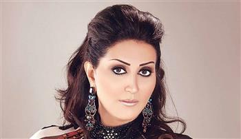 أجرأ تعليق لوفاء عامر على مشاركة الفنانات بأغاني المهرجانات | فيديو