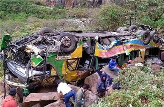 27 قتيلًا جراء سقوط حافلة بوادٍ في بيرو