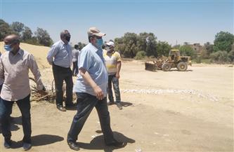 سكرتير محافظة الأقصر: تنفيذ شبكات انحدار الصرف الصحي بقرية وابورات المطاعنة | صور