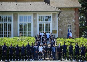 ماكرون وزوجته يزوران المعسكر التدريبي للمنتخب الفرنسي |صور
