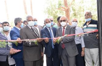 رئيس جامعة أسيوط يفتتح وحدة تجهيز واستخلاص النباتات الطبية والعطرية   صور