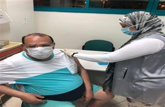 صلاح عبد الله يتلقى الجرعة الثانية من لقاح فيروس كورونا