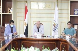 محافظ بني سويف يلتقي صحفيين لمناقشة الموضوعات التي تشغل الرأي العام