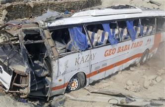 مقتل 18 شخصًا جراء سقوط حافلة في واد بباكستان