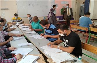 بدء أعمال التقدير لأوراق امتحانات طلاب الشهادة الإعدادية في الغربية | صور