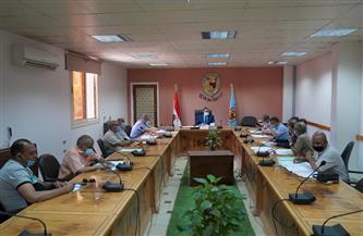 رئيس جامعة سوهاج يجتمع مع لجنة الاستراحات ومساكن هيئة التدريس | صور
