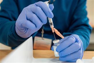غرفة صناعة الدواء: إنتاج اللقاح الروسي بداية عام 2022