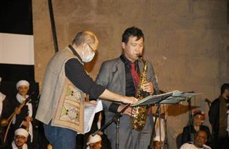 سفير كوريا الجنوبية بالقاهرة يعزف الساكسفون فى افتتاح الطبول الدولى ويهدى المؤلفة لمصر وشعبها | صور