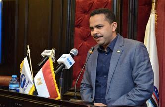 زعيم الأغلبية البرلمانية يمنح درع حزب مستقبل وطن لوزير المالية   صور