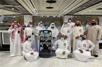 لتوزيع مياه زمزم دون تلامس.. روبوت ذكي يجوب المسجد الحرام