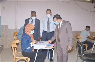 رئيس جامعة الوادي الجديد يتفقد لجان امتحانات كلية التربية  صور