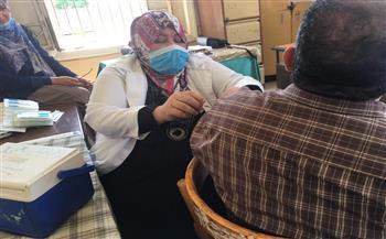 صحة الشرقية: تطعيم المدرسين والعاملين بالمدارس بلقاح كورونا   صور