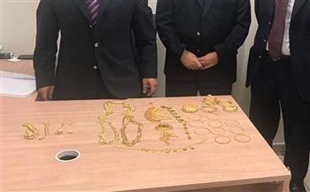 جمارك مطار القاهرة تضبط محاولة تهريب كمية كبيرة من المشغولات الذهبية