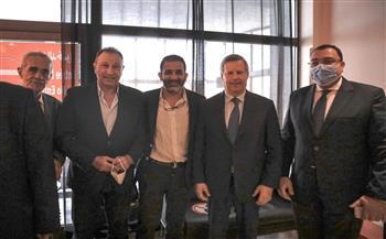 السفير المصري ورئيس الترجي التونسي في استقبال بعثة الأهلي في تونس