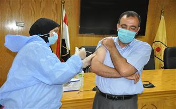جامعة حلوان تواصل تطعيم منتسيبها بلقاح كورونا | صور