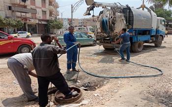 رئيسة مدينة دسوق تتابع إصلاح مطابق وشبكات الصرف الصحي| صور
