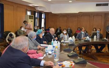 رئيس جامعة القاهرة يرأس مجلس كلية طب قصر العيني ويستعرض مشروعات التطوير بالقطاع الطبي|صور