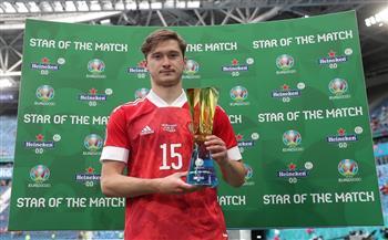 أليكسى ميرانتشوك يفوز بجائزة أفضل لاعب لمباراة روسيا وفنلندا