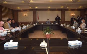 وزير الرياضة يشهد اختبارات الشباب المتطوعين لمعرض الكتاب