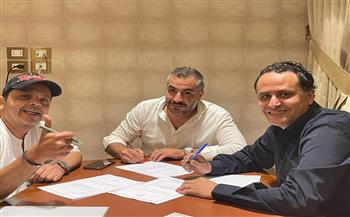 محمد هنيدي مذيعًا لأول مرة على شاشة المحور