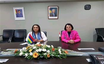 وزيرة المرأة الموريشية تستقبل سفيرة مصر في بورت لويس