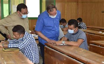 رئيس جامعة سوهاج يواصل جولاته لمتابعة انتظام أعمال امتحانات نهاية العام | صور