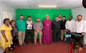 رئيس الأسقفية يطلع على مستجدات مشروع ترجمة الكتاب المقدس للصم | صور