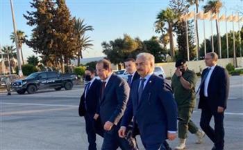 بتوجيهات من الرئيس السيسي.. اللواء عباس كامل يزور بنغازي ويلتقي «حفتر»