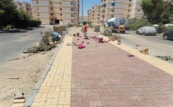 استمرار أعمال تركيب الإنترلوك ومطابق الصرف الصحي بمنطقة مبارك 11 بالغردقة |صور