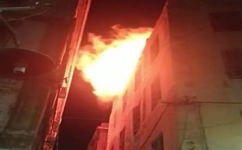 السيطرة على حريق أعلى سطح عقار في محطة الرمل وسط الإسكندرية| صور