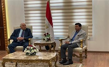 وزير الشباب والرياضة يستقبل نظيره الفلسطيني بمطار القاهرة