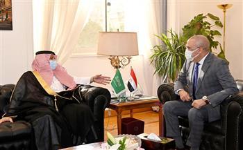 وزير الإسكان يلتقى وزير التجارة السعودي لبحث فرص التعاون المشترك وعرض الفرص الاستثمارية|صور