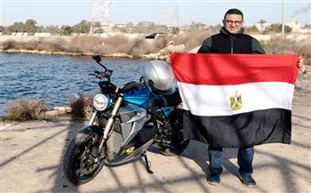 "طاف ربوع مصر بـ ""موتوسيكل كهربائي"".. رحالة مصري يدخل موسوعة جينيس صور"