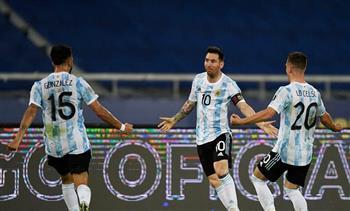 الأرجنتين تتقدم على باراجواي بهدف لجوميز