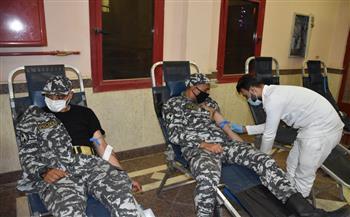 أبطالها رجال الشرطة.. حملة للتبرع بالدم بمعسكر قوات أمن شرم الشيخ|صور