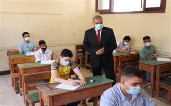 رئيس جامعة الأزهر يتفقد امتحانات الشهادة الثانوية في يومها الأول| صور