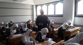 رئيس المنطقة الأزهرية بسوهاج يتفقد لجان الامتحانات