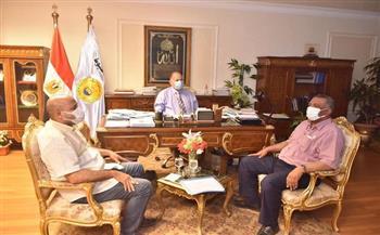 محافظ أسيوط يلتقى وكيل وزارة الإسكان لبحث موقف بعض المشروعات | صور