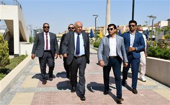 وزير الرياضة يقوم بجولة تفقدية داخل نادي النادي بصحبة نظيره الفلسطيني  صور