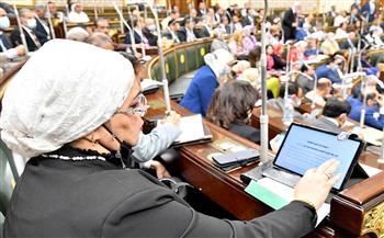 ترصدها الكاميرا.. حكايات وحوارات النائبات والنواب والحكومة تحت قبة البرلمان