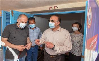 محافظ الإسكندرية يسلم كابينتين مجانًا بشاطئ ستانلي للأطباء وأسرهم تكريمًا لجهودهم |صور