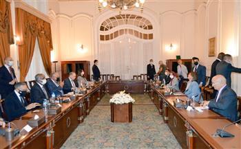  وزيرا خارجية مصر وليبيا يناقشان مساندة جهود الأشقاء الليبيين الرامية إلى تحقيق الأمن |صور