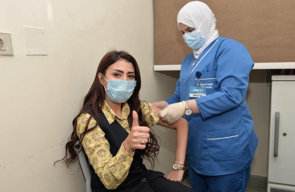 تطعيم  ألفا من العاملين بقطاع الطيران في وحدة تطعيم فيروس كورونا | صور