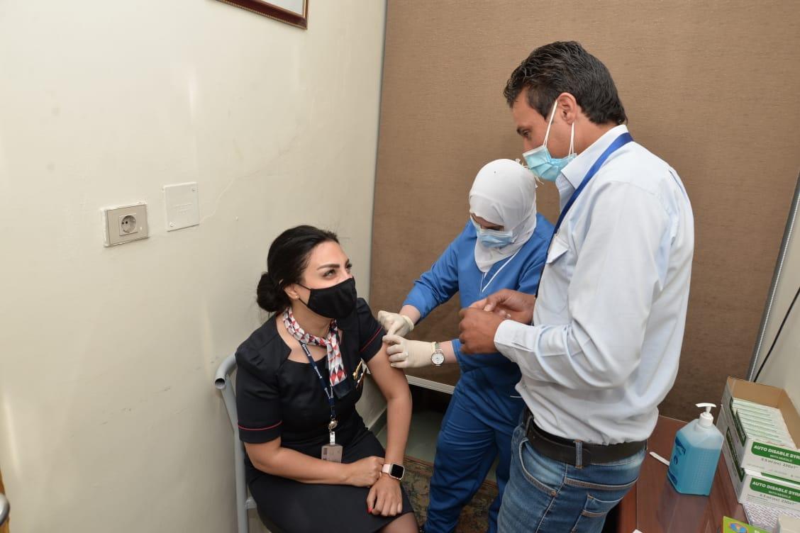 تطعيم العاملين بقطاع الطيران