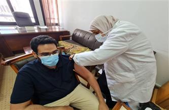 بدء حملة تطعيم العاملين بجامعة دمنهور ضد فيروس كورونا | صور