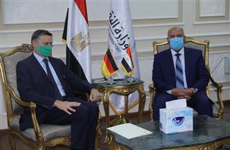 تفاصيل لقاء وزير النقل السفير الألماني بالقاهرة لبحث تدعيم التعاون بين الجانبين في مجالات النقل | صور