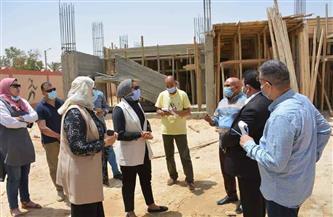 نائب محافظ الوادي الجديد تتفقد أعمال تطوير قرية الشركة 8 بالخارجة |صور
